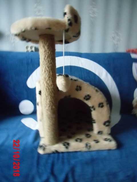 Продам домик с когтеточкой для кошки