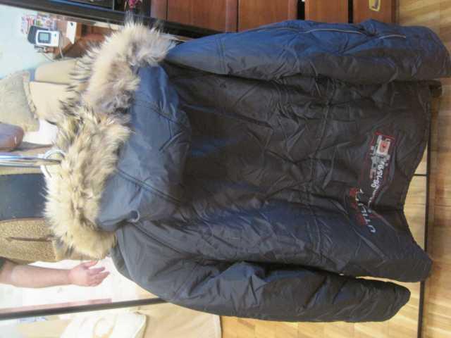 Продам: Куртка зимняя фирменная с капюшоном мужс