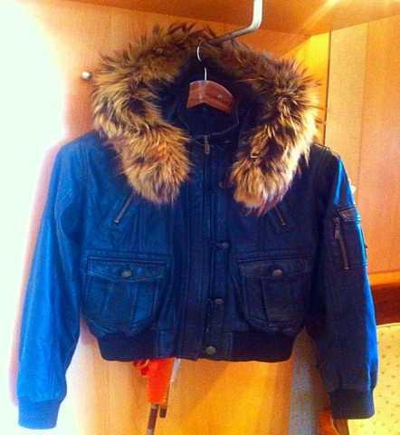 Продам Продам курточку кожаную женскую размер S