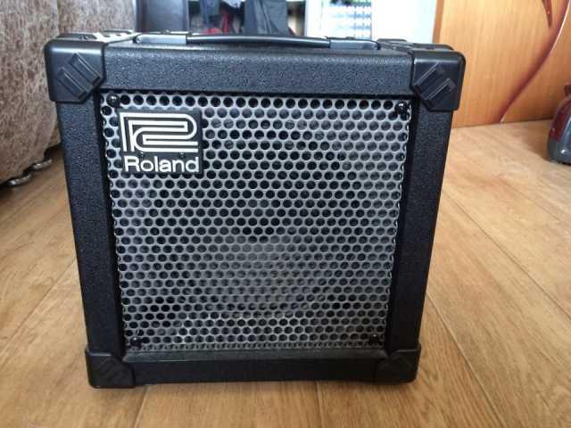 Продам Комбоусилитель Roland Cube-20x
