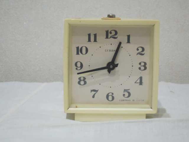 Продам Часы-будильник Севани (СССР)