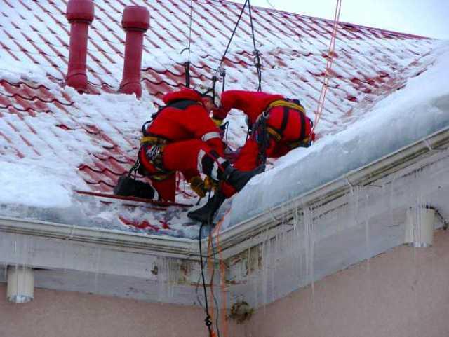 Предложение: Сброс снега с крыш. Чистка и вывоз снега