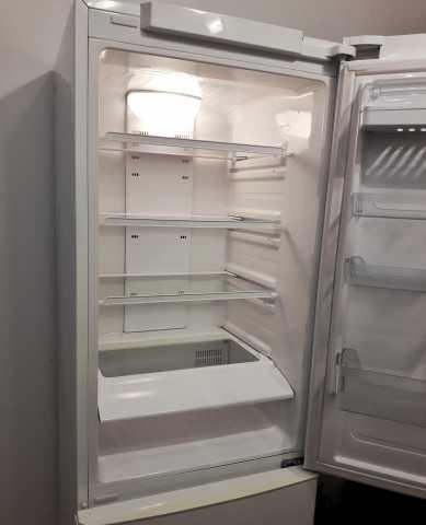 Продам Холодильник SAMSUNG DA99-01537A