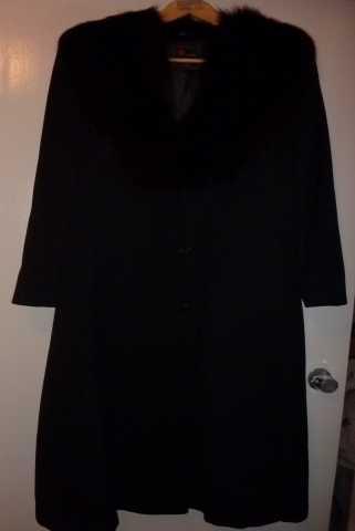 Продам Зимнее пальто с большим воротником