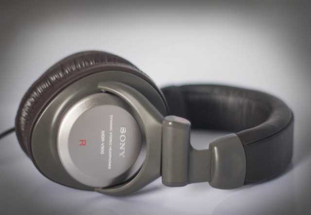 Продам Наушники SONY MDR V900  Made in japan