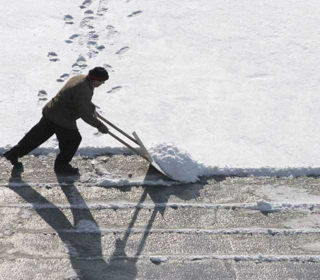 Предложение: Очистка крыш от снега, сосулек с кровли