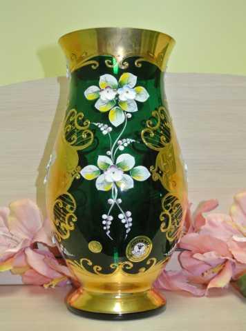 Продам ВАЗА зеленое стекло С ЛЕПНИНОЙ. Чехия БО