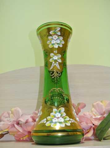 Продам ВАЗА зеленое стекло со смальтой. БОГЕМИЯ