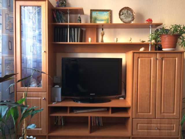 Продам Стенка для телевизора со стеклянным шкаф