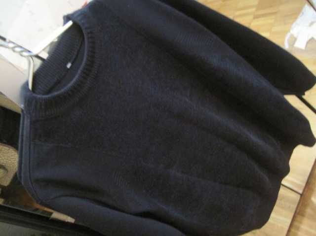 Продам Чёрный мягкий приятный свитер джемпер