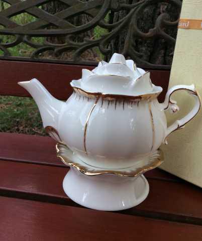Продам Чайник с подставкой для свечи
