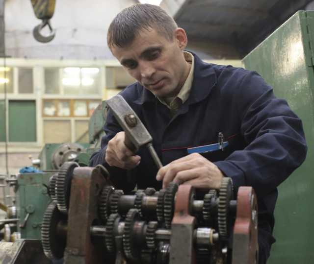 Вакансия: Слесарь ремонтник по станочному парку