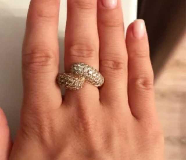 Продам Кольцо золотое с бриллиантами.