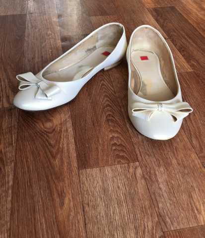 Продам Новогодние туфельки с эффектом атласа