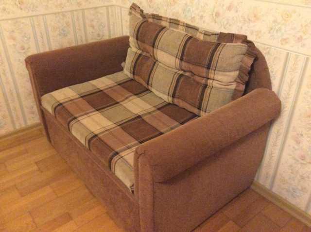 Продам Раскладной 2-местный диван