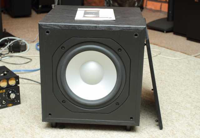 Продам сабвуфер Monitor Audio FB110