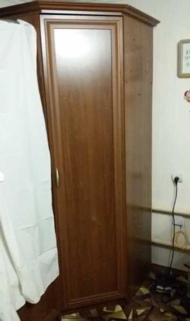 Продам: Угловой шкаф+ полка угловая