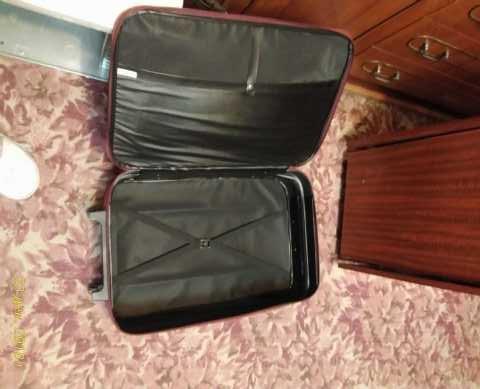 Продам: чемодан на колесиках