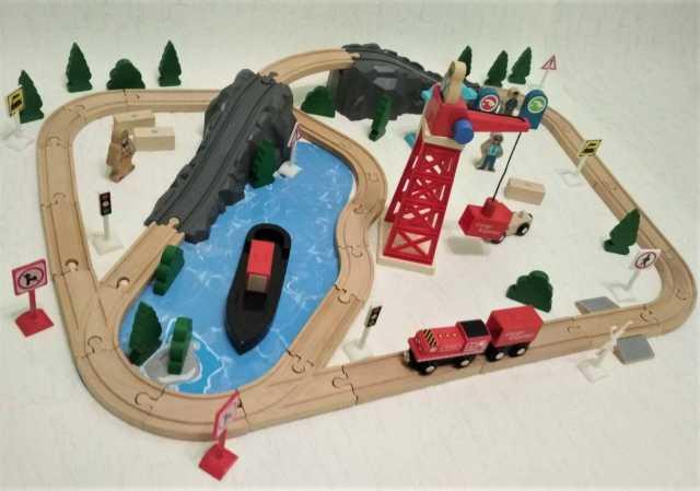 Продам Деревянная железная дорога