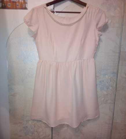 Продам Платье розовое с ниткой жемчуга р.46