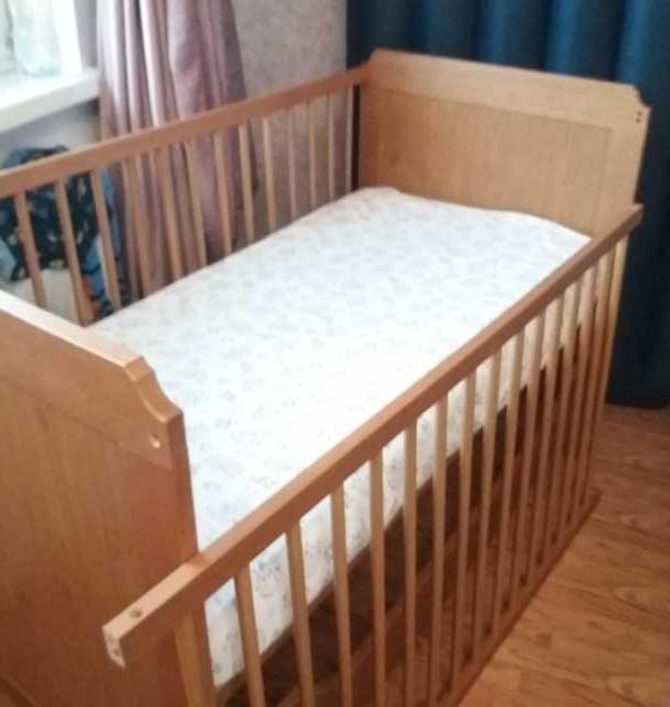 Продам: Кроватку детскую с матрасом
