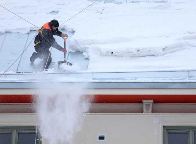 Предложение: Предлагаем очистку кровли от снега и наледи.