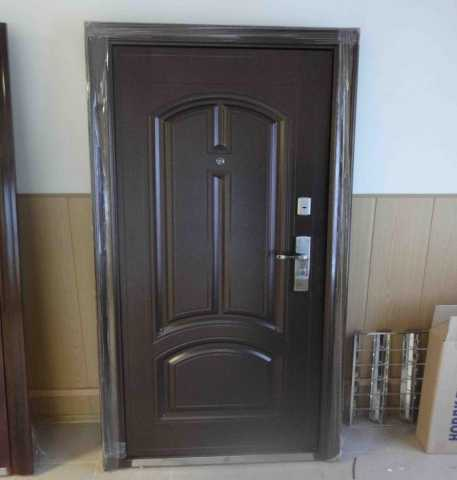 Продам: Металлические двери для бытовок