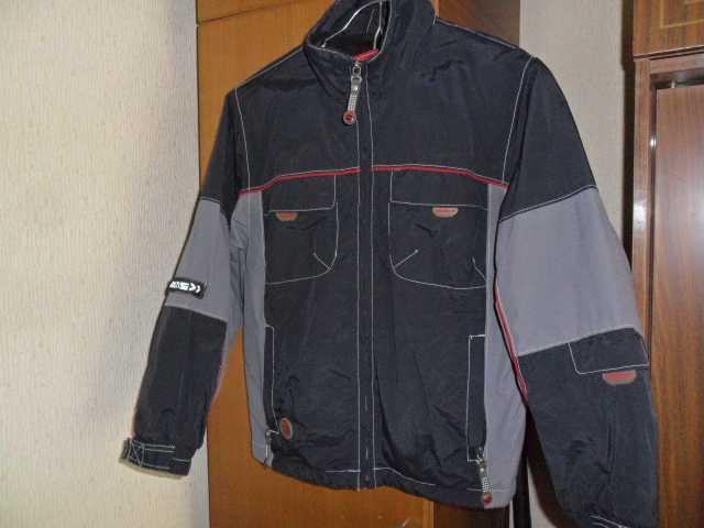 Продам: Куртка демисез на мальчика 9-10 лет