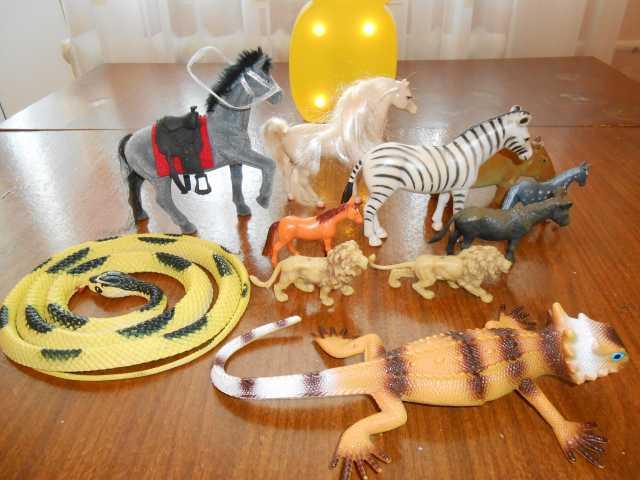 Продам Набор фигурок животных