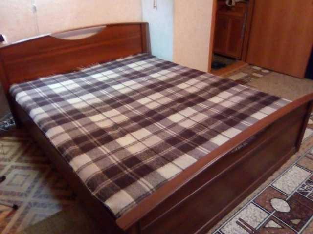 Продам Кровать, шифоньер, кухонный гарнитур