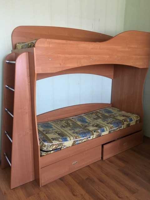 Продам: Двухъярусную кровать