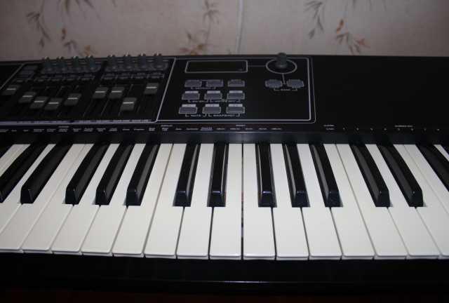 Продам: MIDI-клавиатура CME UF60 Classic