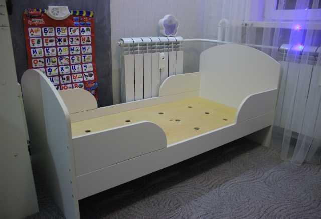 Продам: Детская кровать с бортиками