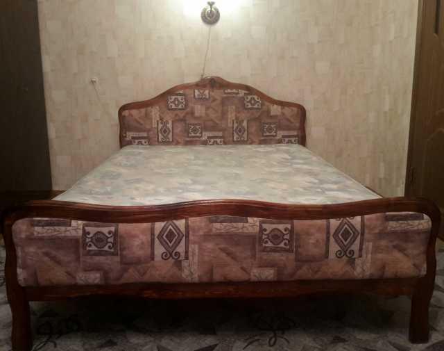Продам Кровать двуспальная с матрасом