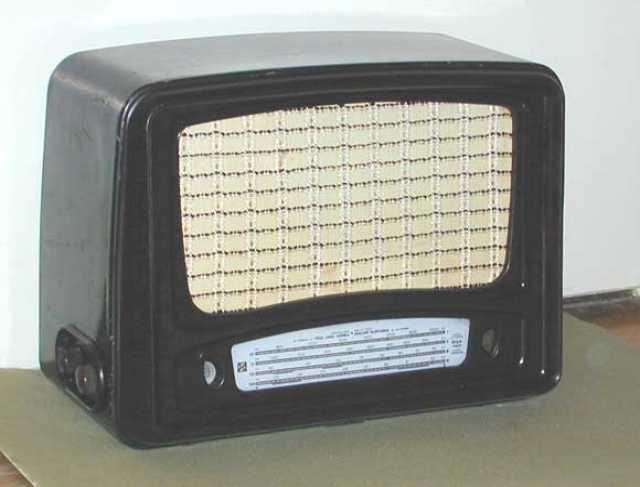 Куплю: Радиолу,радиоприёмник ламповый