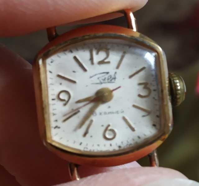 Продам: Часы наручные женские Заря