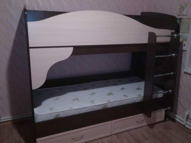 Продам: Кровать двухъярусная детская