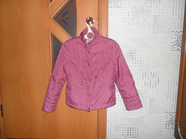 Продам: Куртка демисезонная на девочку р 38