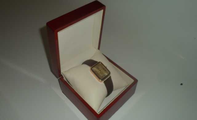 Продам часы наручные золотые колекционные