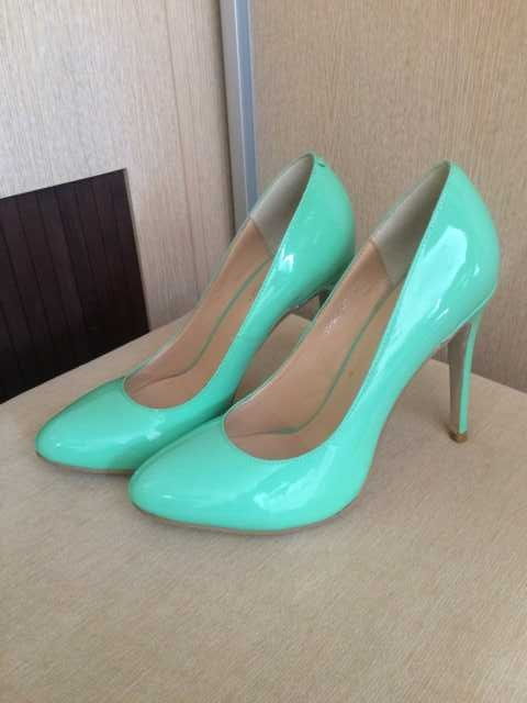 Продам Туфли мятные новые на размер 36-37