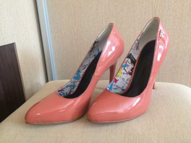 Продам Туфли коралловые новые на размер 36-37