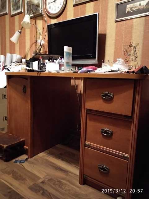 Продам Стеллажи и письменный стол