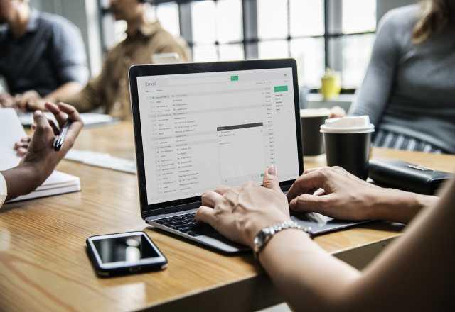 Вакансия: Онлайн оператор для выполнения партнёрс