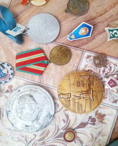 Продам: Старинный фотоаппарат и награды и медали