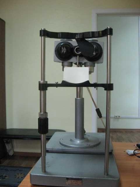 Продам: Офтальмометр ОФ-3 + стол