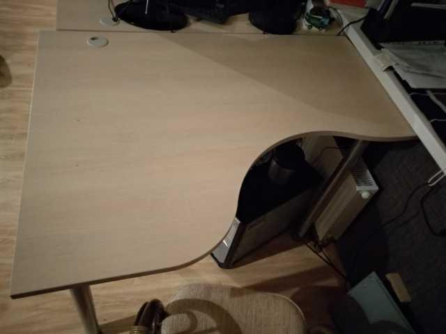 Продам: Два симметричных компьютерных стола