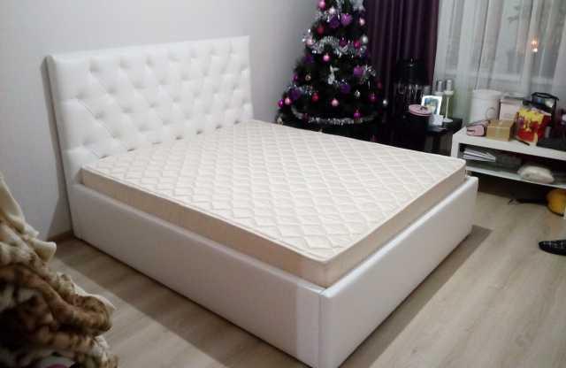 Продам: Кровать Екатерина c матрасом