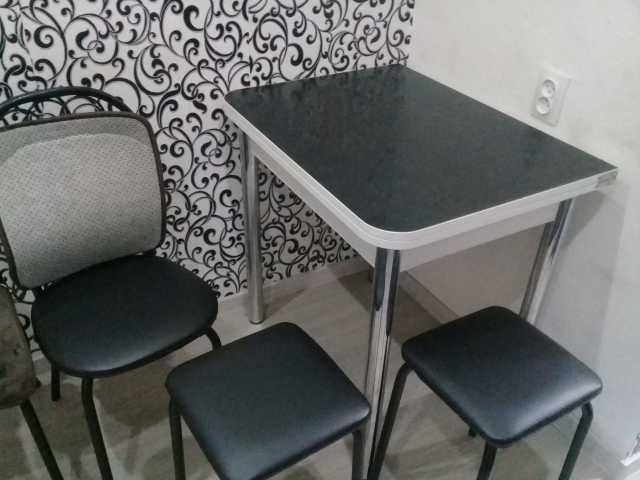 Продам кухонный стол и 4 стула
