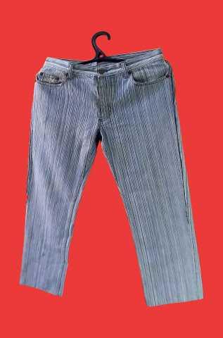Продам джинсы женские с голубой ниткой бу