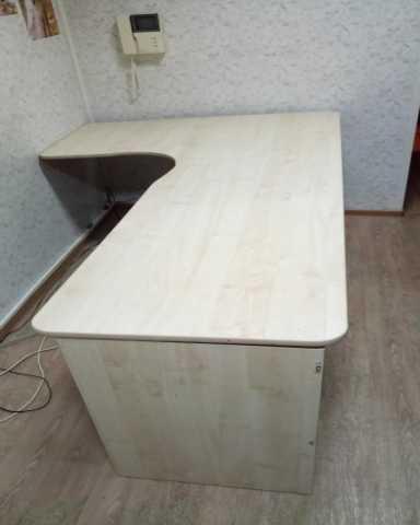 Продам Офисный стол со встроенным ящиком